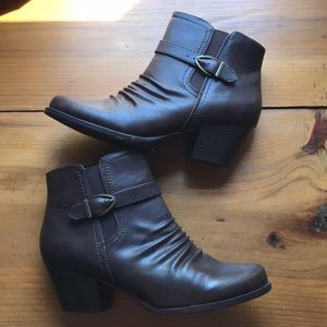 NWOT Baretraps Brown Heeled Leather Ankle Boots